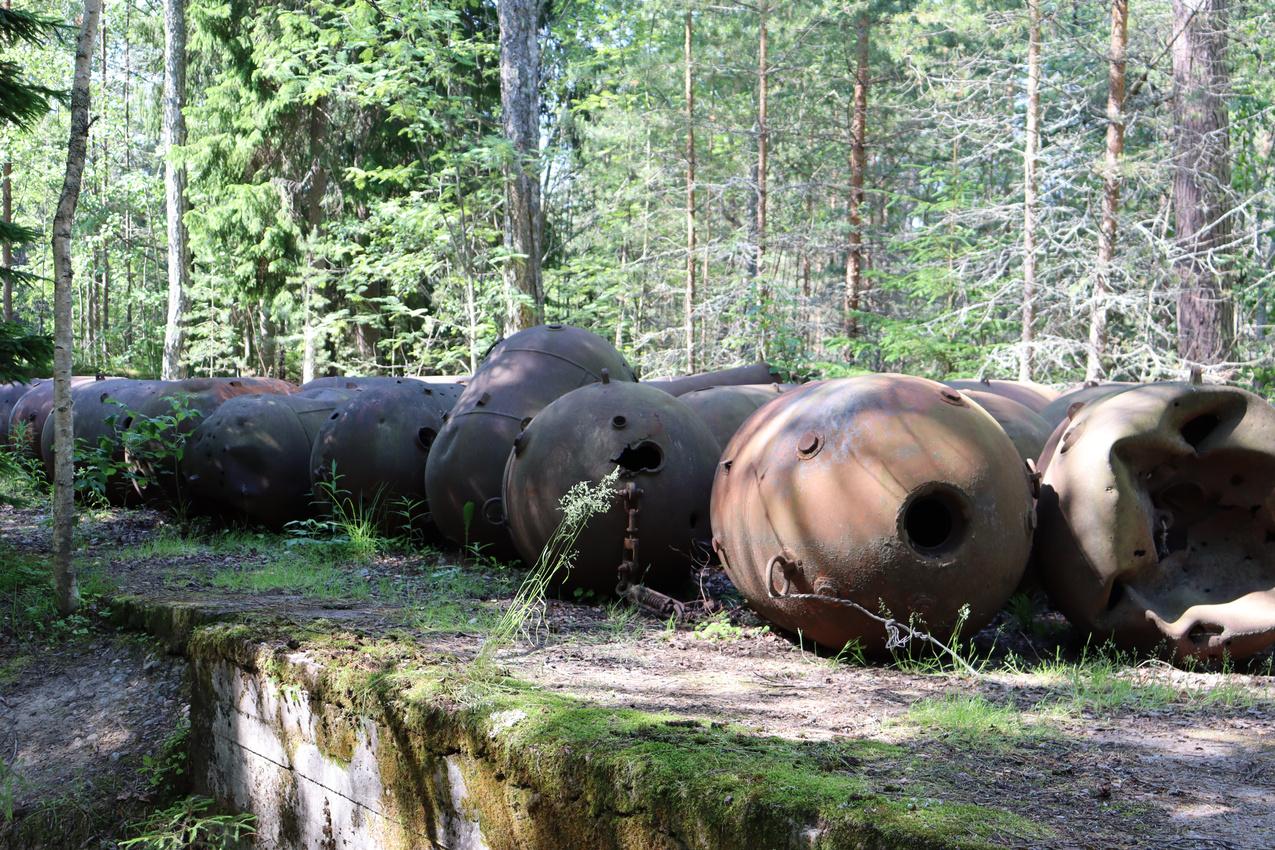 Old Soviet Sea Mines, Naissar